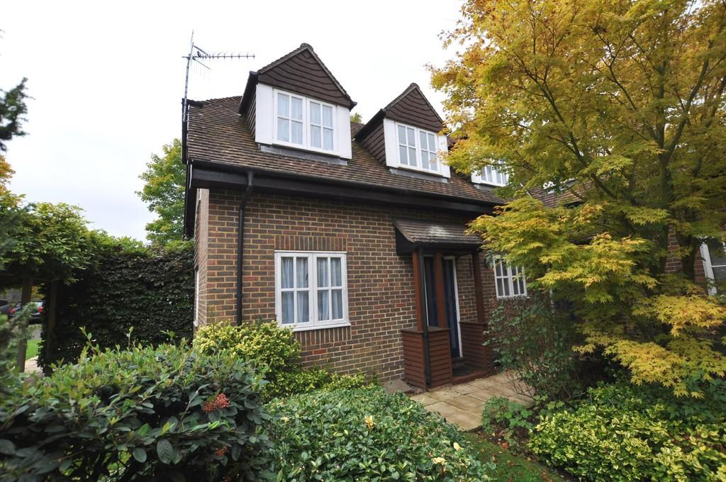 2 Bedrooms Mews House for sale in Hillier Road , Guildford