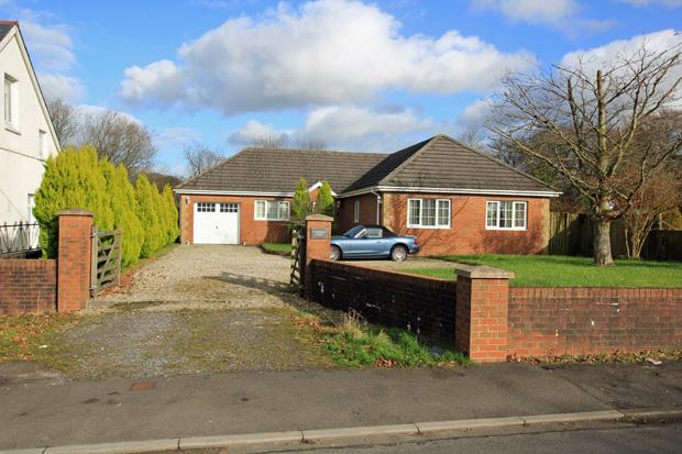 4 Bedrooms Detached Bungalow for sale in Black Lion Road, Gorslas, Cross Hands, Carmarthenshire