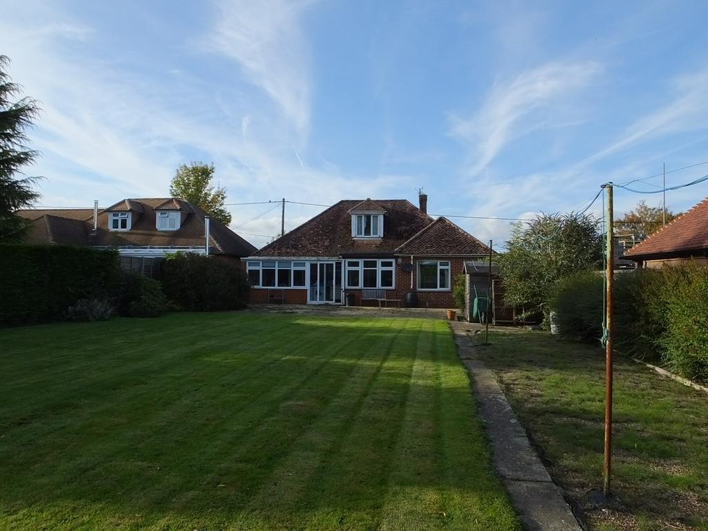 4 Bedrooms Detached Bungalow for sale in Manns Hill, Bossingham, Canterbury, CT4