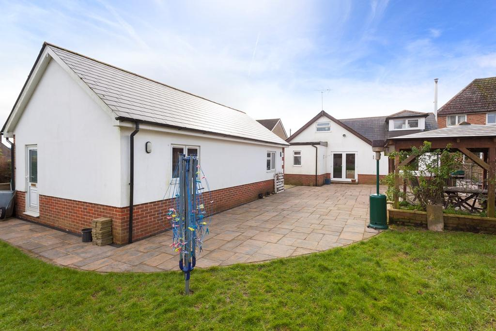 5 Bedrooms Detached House for sale in Woodland Road, Lyminge, Folkestone, CT18