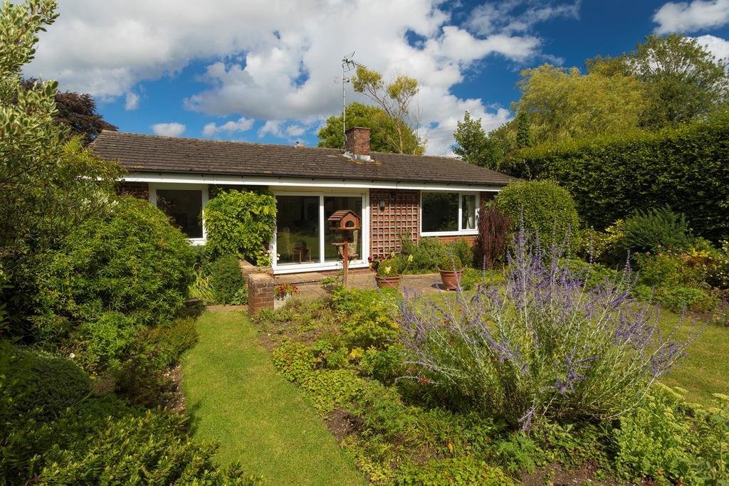 2 Bedrooms Detached Bungalow for sale in North Lyminge Lane, Lyminge, Folkestone, CT18