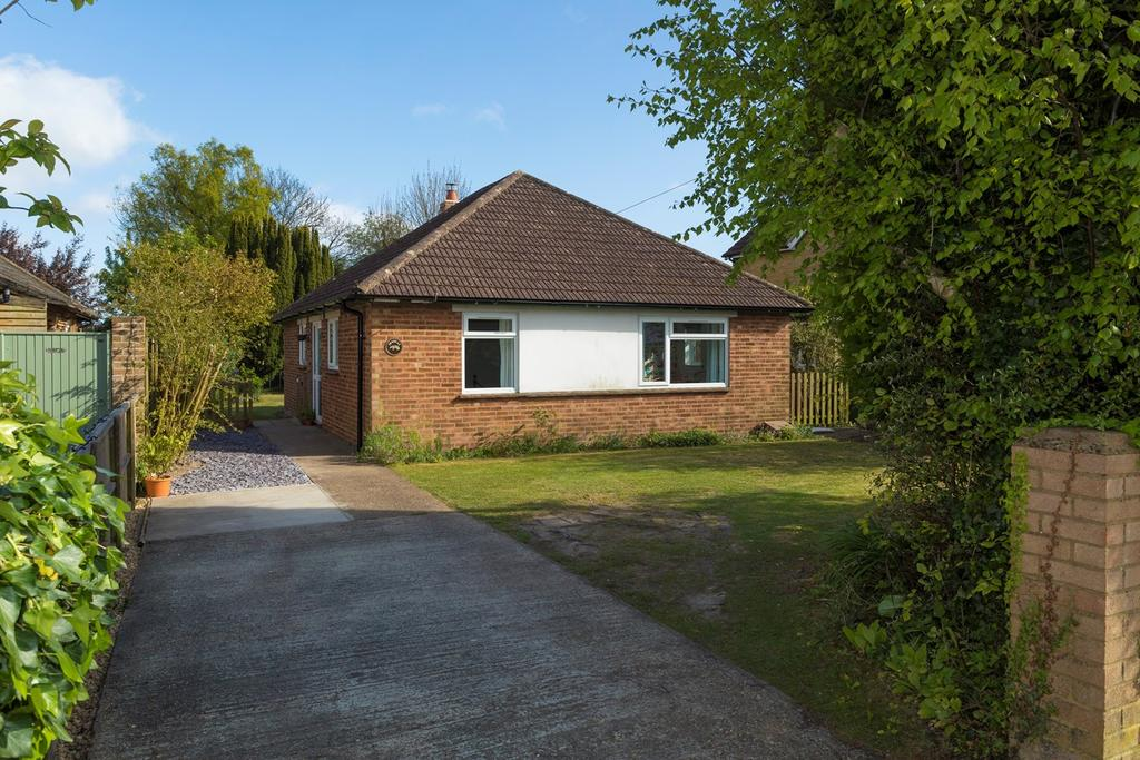 2 Bedrooms Detached Bungalow for sale in Brady Road, Lyminge, Folkestone, CT18