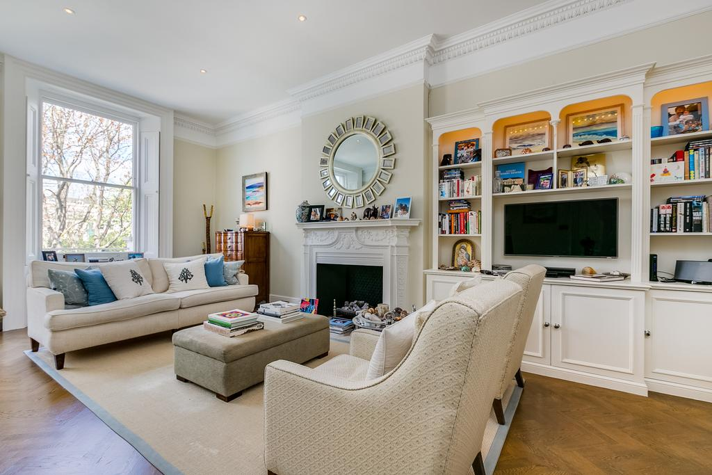 2 Bedrooms Flat for sale in Queens Gate Gardens, South Kensington, London SW7