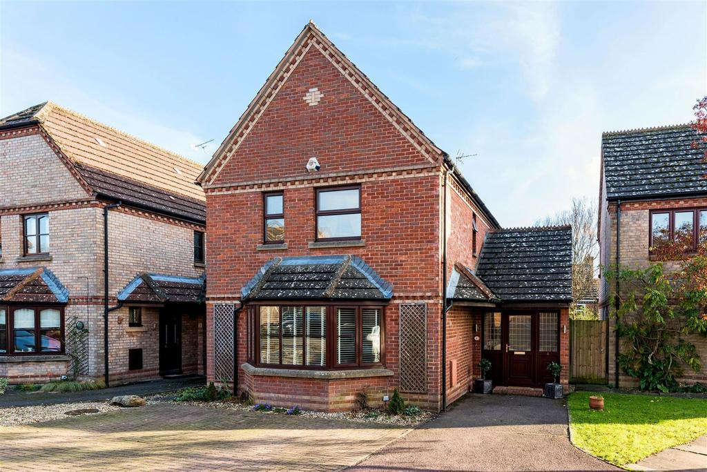 4 Bedrooms Detached House for sale in Hawthorn Close, Pewsey