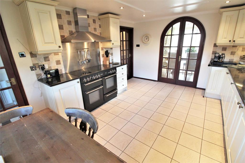 5 Bedrooms Cottage House for sale in Thorpe Road, Weeley