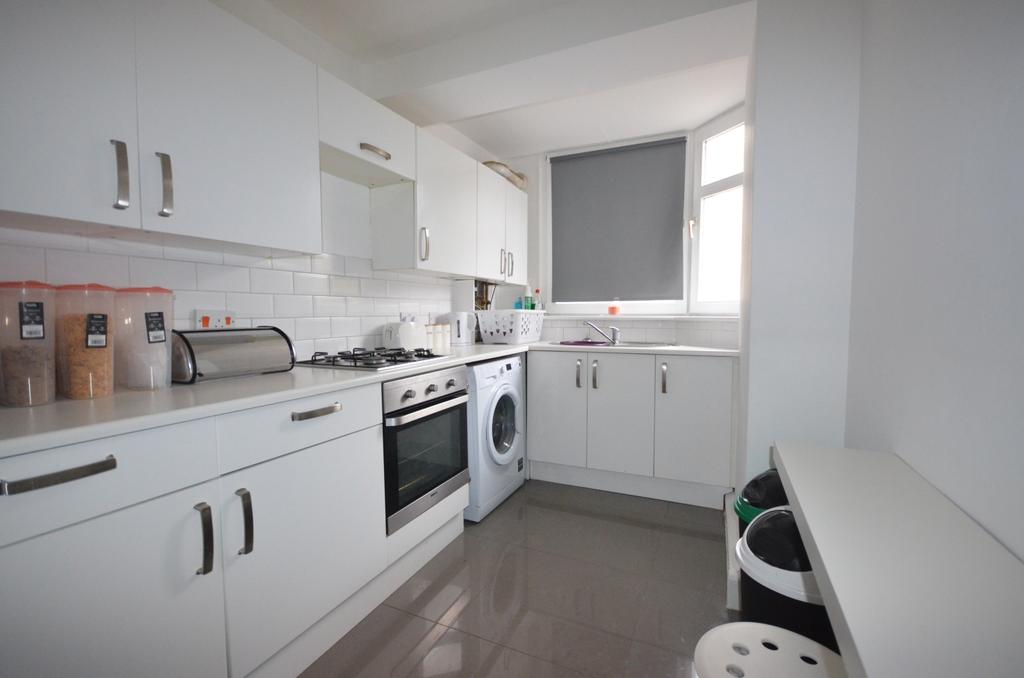 2 Bedrooms Flat for sale in Valley Grove London SE7