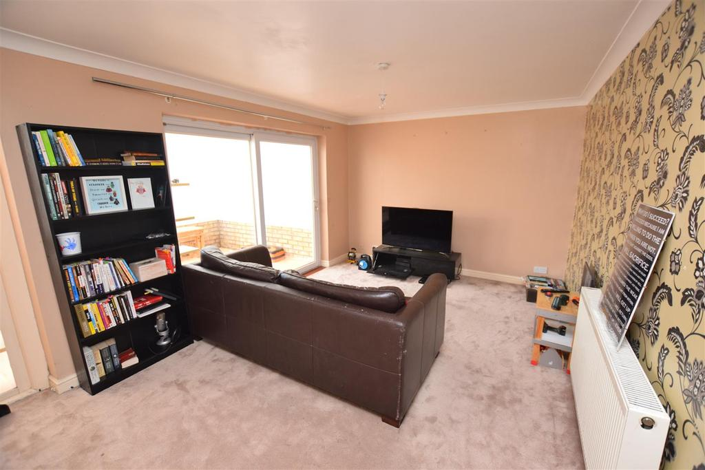 3 Bedrooms End Of Terrace House for sale in Hillary Close, Heybridge, Maldon