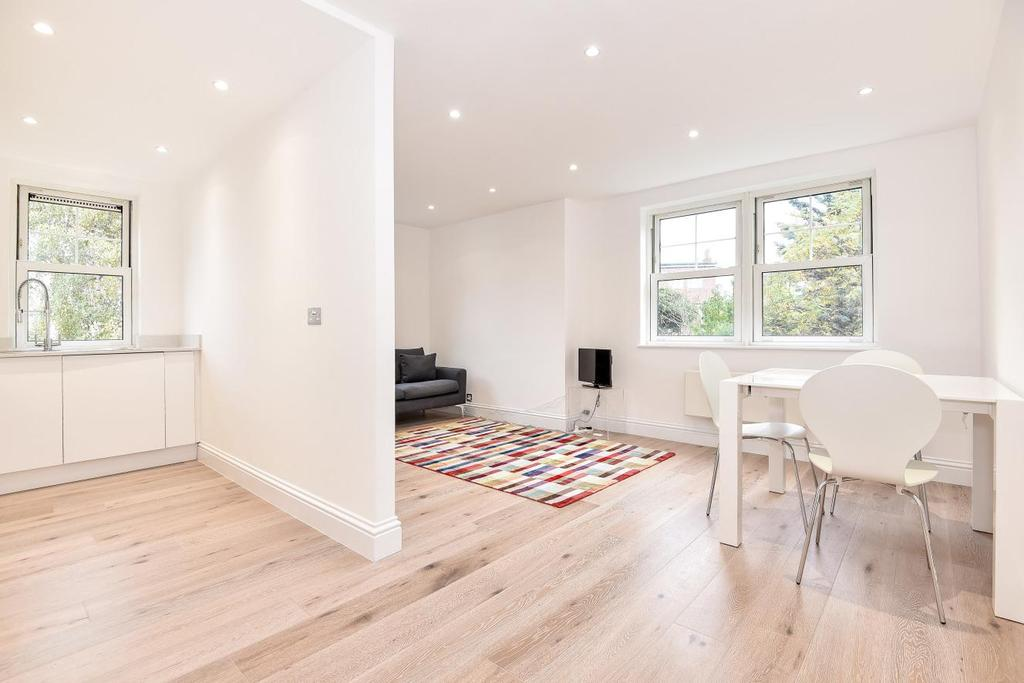 2 Bedrooms Flat for sale in Coombe Lane, Raynes Park