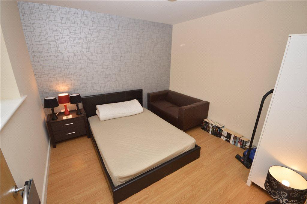2 Bedrooms Apartment Flat for sale in Brackendale Court, Brackendale, Bradford, West Yorkshire