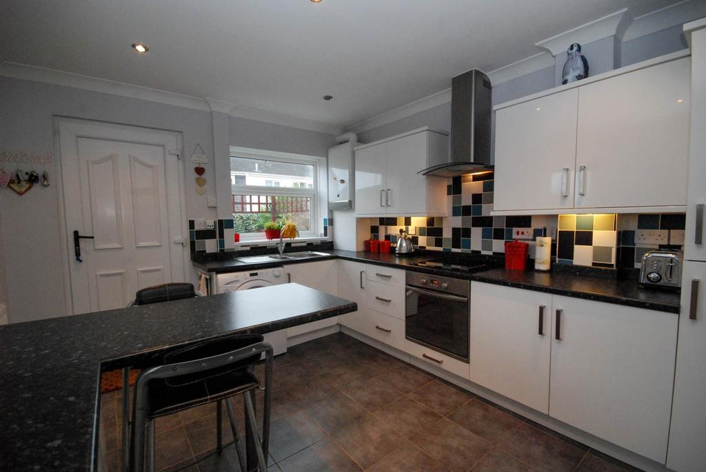 3 Bedrooms Semi Detached House for sale in Toner Avenue, Hebburn