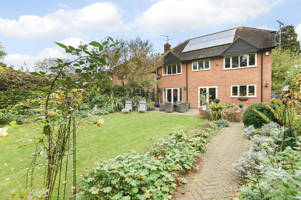 4 Bedrooms Detached House for sale in Pangbourne Road, Upper Basildon, Reading, RG8