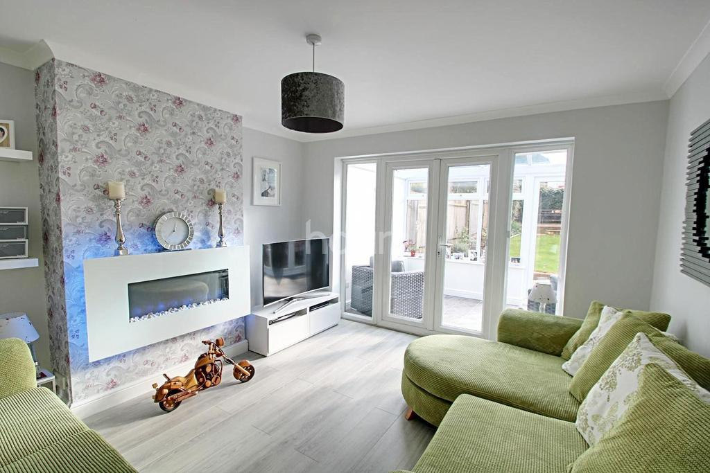 3 Bedrooms Semi Detached House for sale in Stunning Family Home In Icknield Area