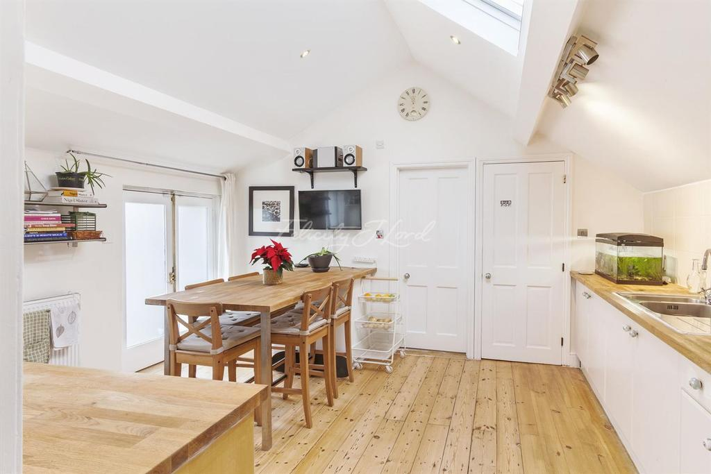 2 Bedrooms End Of Terrace House for sale in Lampard Grove, N16