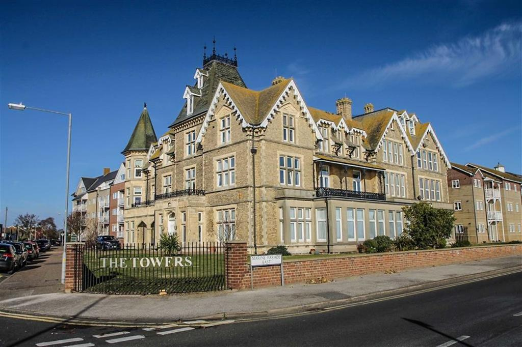 2 Bedrooms Flat for sale in The Towers, Clacton-on-sea