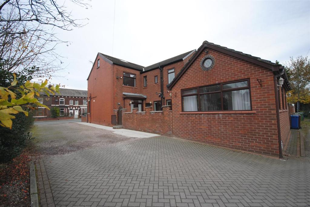5 Bedrooms End Of Terrace House for sale in Whelley, Whelley, Wigan.