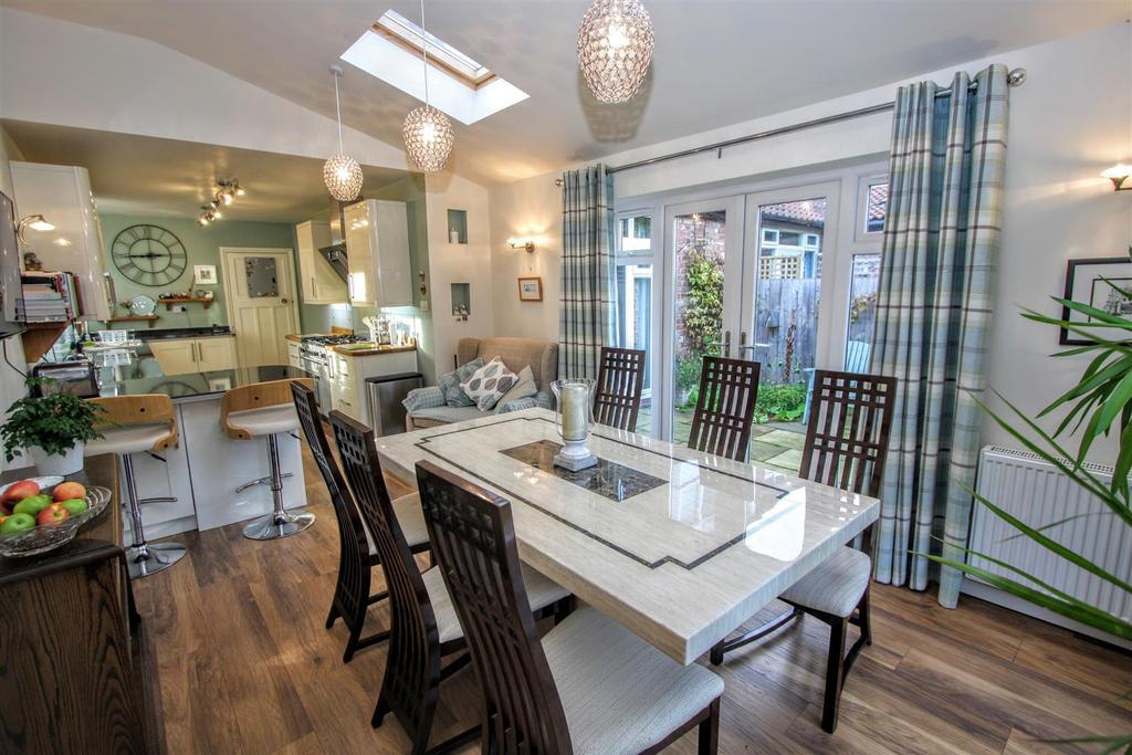 4 Bedrooms Semi Detached House for sale in Flora Avenue, Darlington