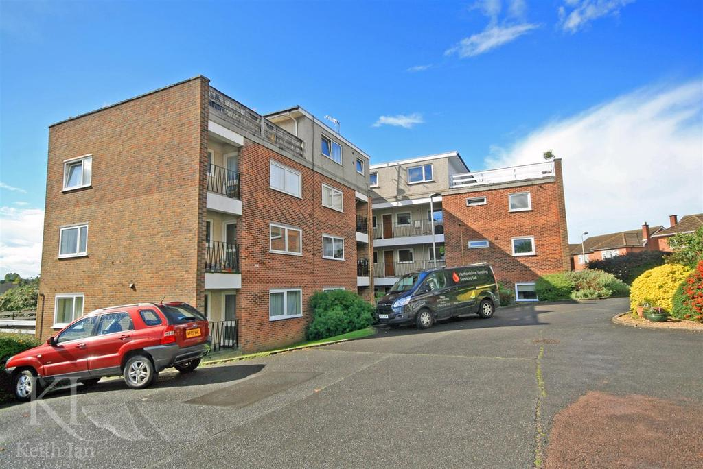 1 Bedroom Apartment Flat for sale in Highmill, Ware - with private roof terrace garage!