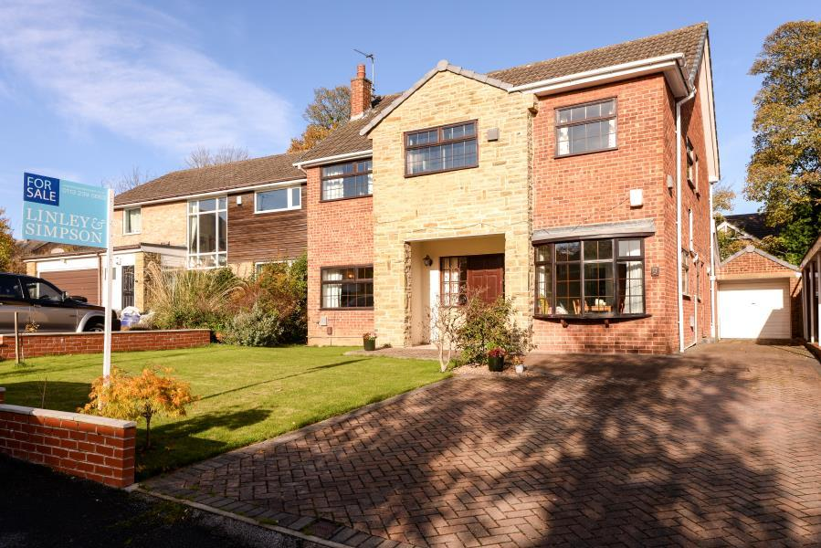 4 Bedrooms Detached House for sale in SCOTLAND CLOSE, HORSFORTH, LS18 5SG