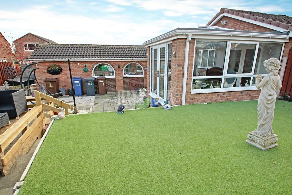 2 Bedrooms Bungalow for sale in Mylor Court, Monk Bretton