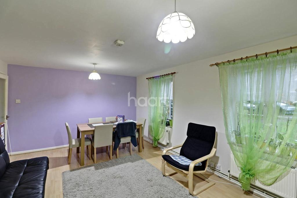 2 Bedrooms Flat for sale in Hornbeams
