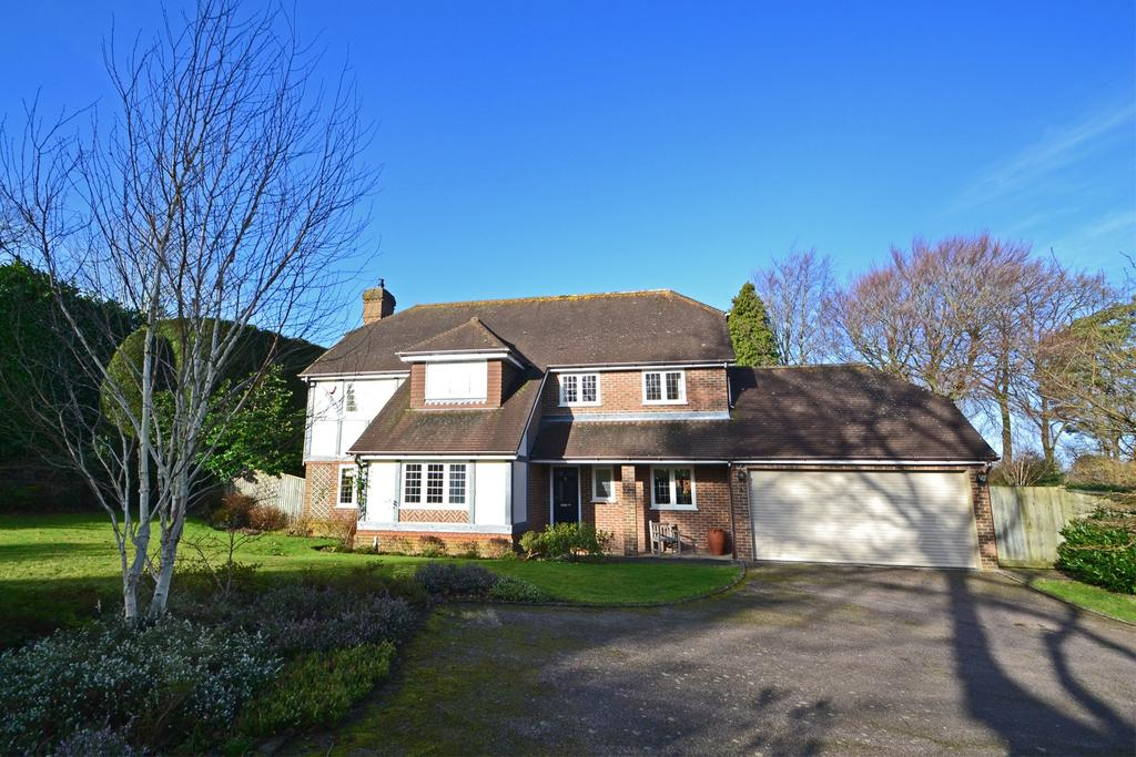 4 Bedrooms Detached House for sale in Storrington, West Sussex, RH20