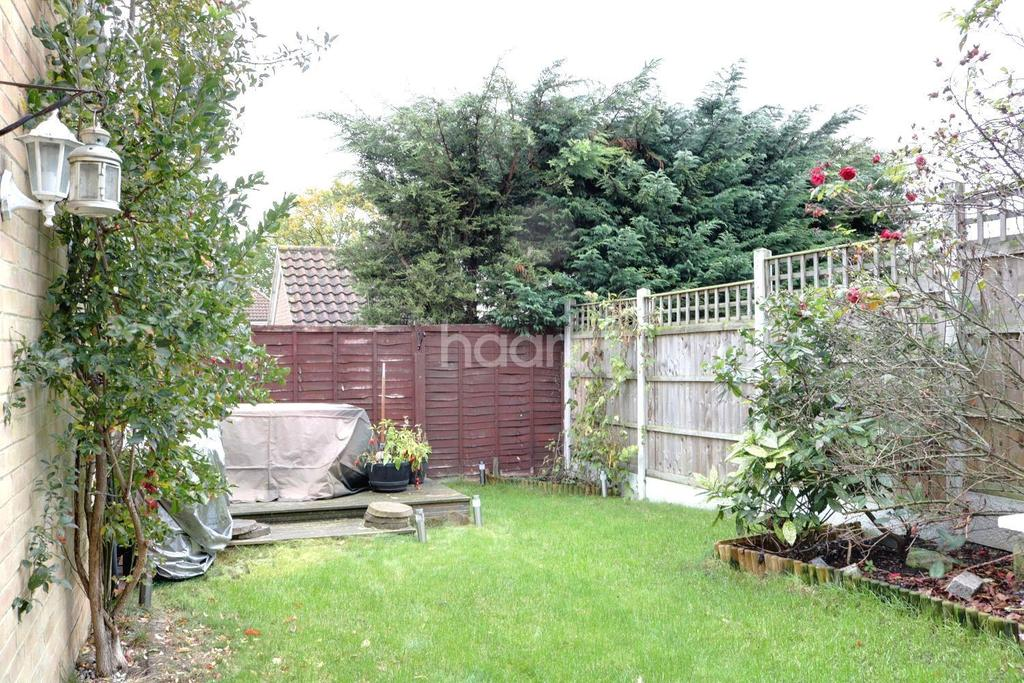 3 Bedrooms Semi Detached House for sale in Czarina Rise, Laindon