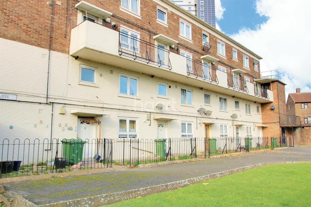 3 Bedrooms Maisonette Flat for sale in Fox Close, Canning Town