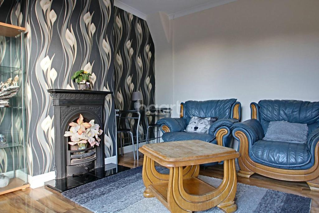4 Bedrooms Semi Detached House for sale in Campden Crescent, Dagenham