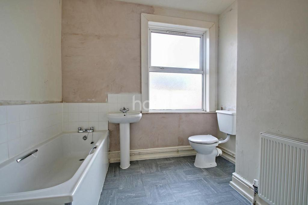 3 Bedrooms End Of Terrace House for sale in Russell Street, Nottingham