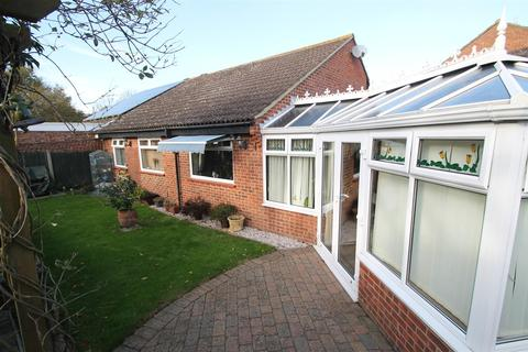 2 bedroom bungalow for sale - Townsend Road, Snodland