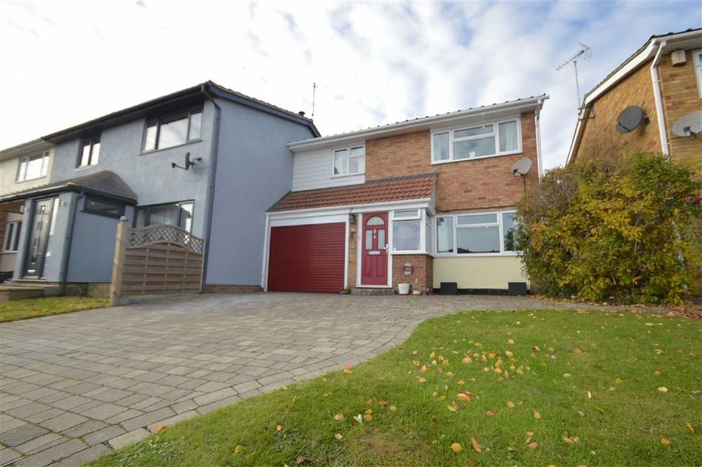 3 Bedrooms Semi Detached House for sale in Hawthorns, Leigh On Sea, Essex