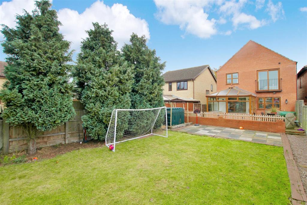 4 Bedrooms Detached House for sale in Ancaster, Grantham