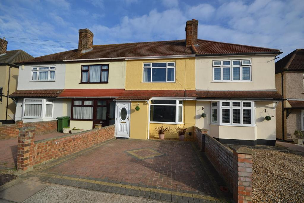 3 Bedrooms Terraced House for sale in Heaton Close, Heaton Grange, Romford, RM3