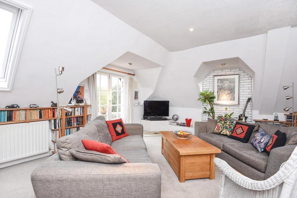 2 Bedrooms Flat for sale in Heathfield Road, Wandsworth