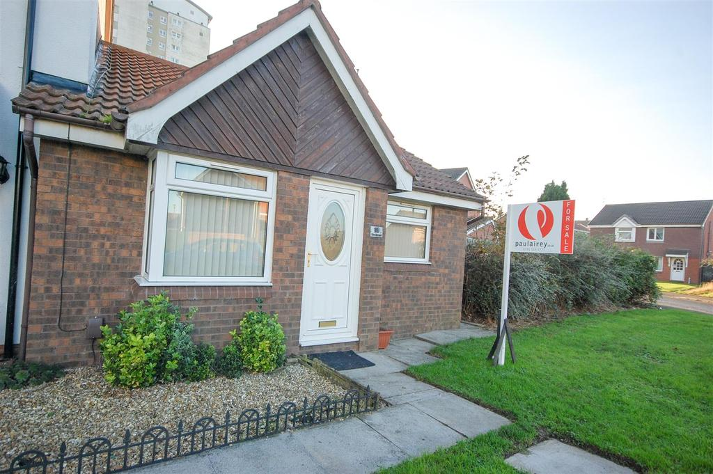 2 Bedrooms Semi Detached Bungalow for sale in The Strand, Sunderland