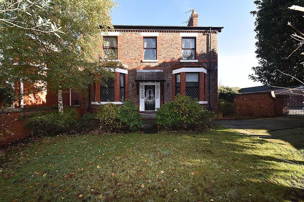 4 Bedrooms Detached House for sale in London Road, Stockton Heath