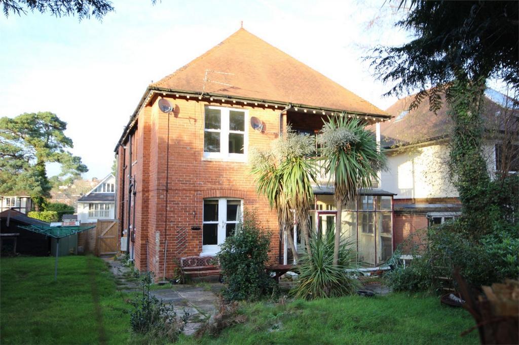 2 Bedrooms Flat for sale in Penn Hill Avenue, Penn Hill, Poole, Dorset
