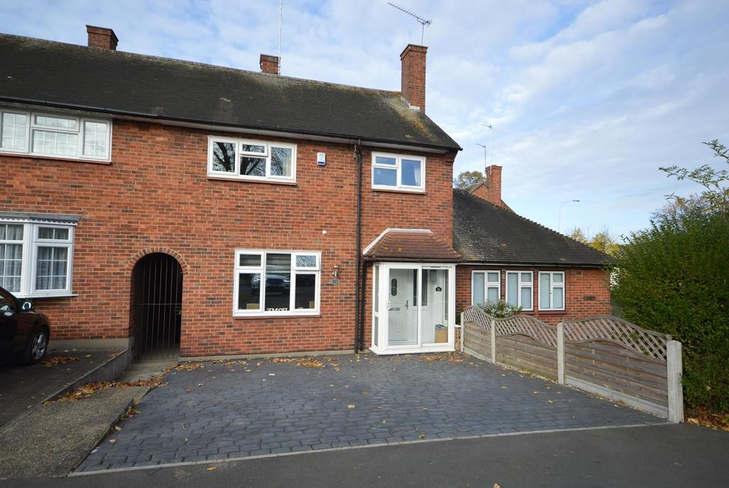3 Bedrooms Terraced House for sale in Faringdon Avenue, Harold Hill, Romford, RM3