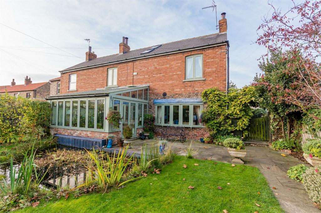 3 Bedrooms Semi Detached House for sale in The Haven, Church Hill, Wistow, SELBY, North Yorkshire