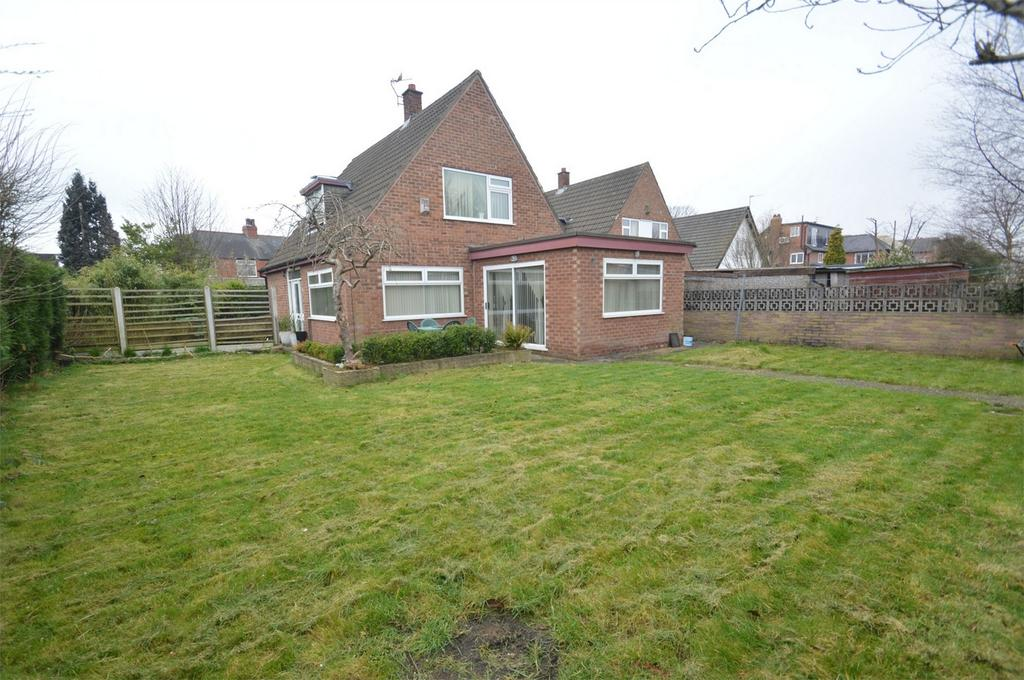 3 Bedrooms Detached House for sale in Dane Road, Sale, Cheshire