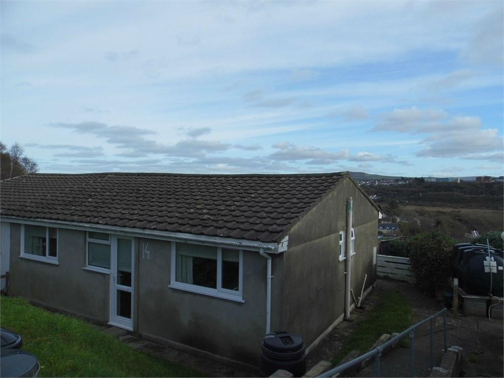 2 Bedrooms Semi Detached Bungalow for sale in 14 Seaview Crescent, Goodwick, Pembrokeshire.
