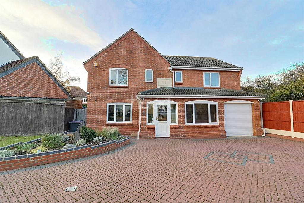 5 Bedrooms Detached House for sale in Langham Drive, Rayleigh