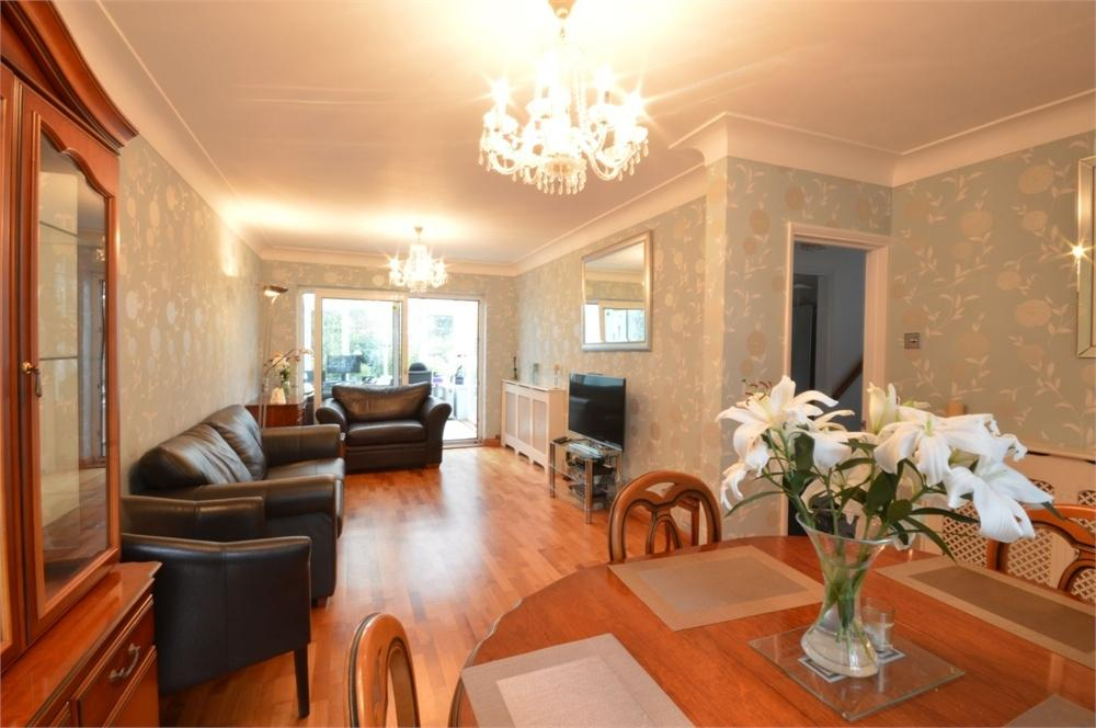 3 Bedrooms Semi Detached House for sale in Avenue Road, Lesney Park, Erith