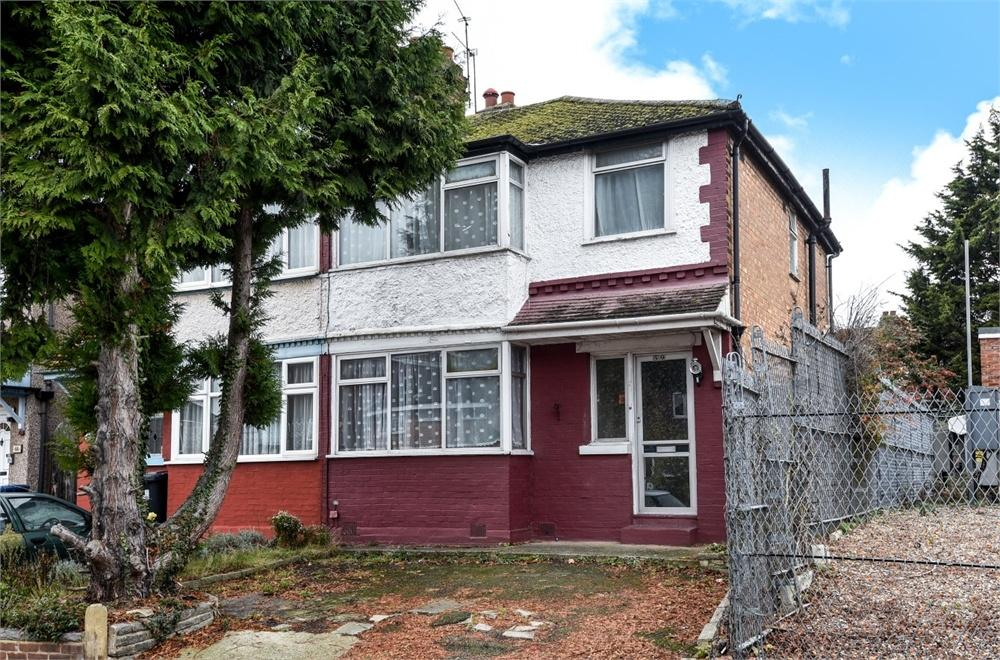 3 Bedrooms Semi Detached House for sale in Wood End Way, Northolt, Greater London
