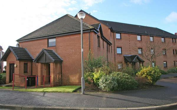 2 Bedrooms Flat for sale in 57 Curlinghall, Largs, KA30 8LB