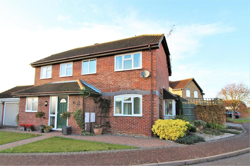 4 Bedrooms Detached House for sale in Sunningdale Way, Kirby Cross, Frinton-On-Sea