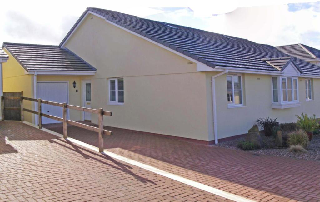 3 Bedrooms Bungalow for sale in Chubby Croft Close, Hartland