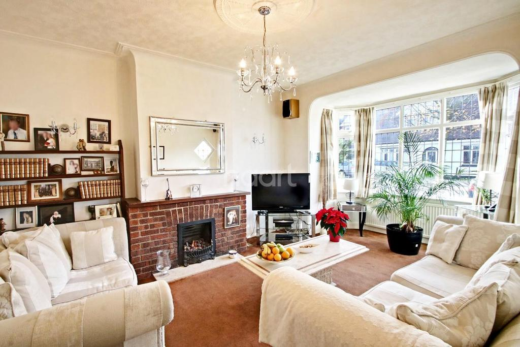 4 Bedrooms Semi Detached House for sale in Lord Roberts Avenue, Leigh-on-sea