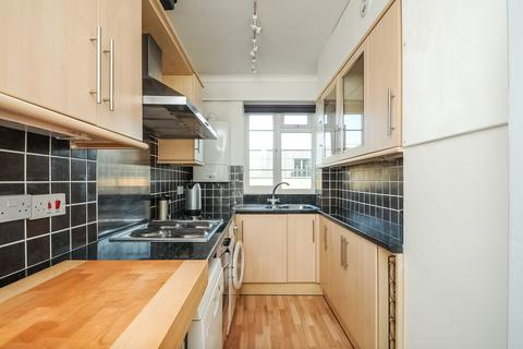 2 bedroom flat to rent - Woodlands Way, SW15
