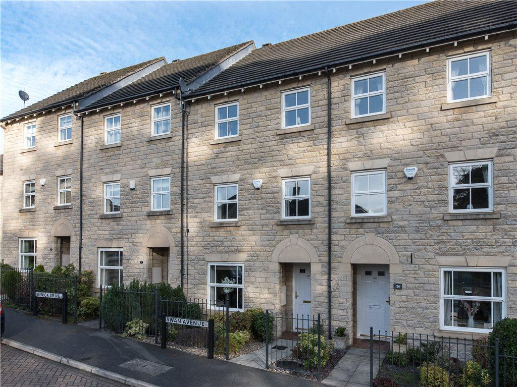 3 Bedrooms Town House for sale in Swan Avenue, Gilstead, Bingley, West Yorkshire